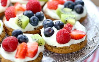 national-chocolate-chip-day-fruit-pizzas